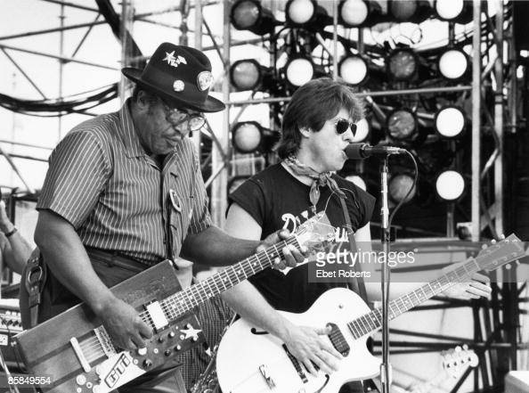 (MANDATORY CREDIT Ebet Roberts/Getty Images) UNITED STATES - JULY 13: Photo of LIVE AID and Bo DIDDLEY and George THOROGOOD; w/ Bo Diddley at Live Aid (Photo by Ebet Roberts/Redferns)